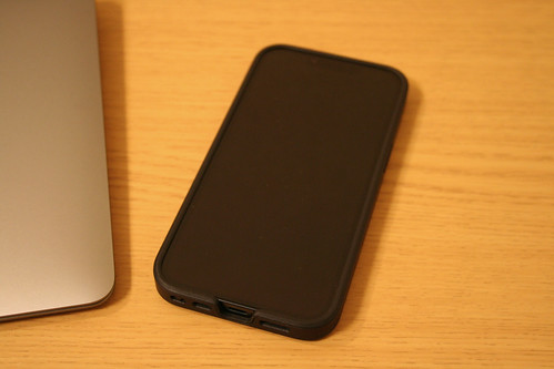 iPhone13 with MagSafe対応 Smooth Touch Hybrid Case for iPhone13 (black)