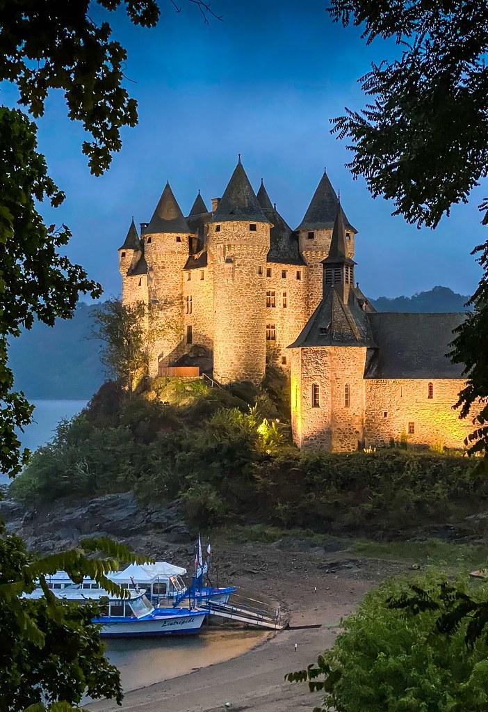 Château de Val dans le Cantal.