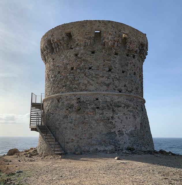 Tour génoise d'Omigna à Cargèse (Corse)