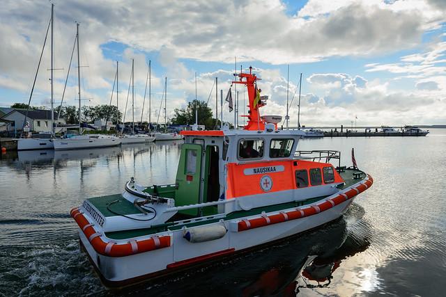 SRB Nausikaa verlässt den Hafen von Vitte auf Hiddensee