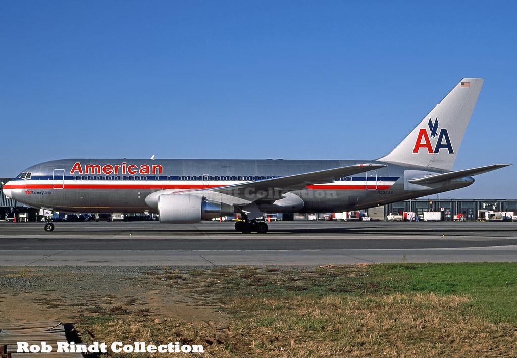 American Airlines B767-223/ER N334AA