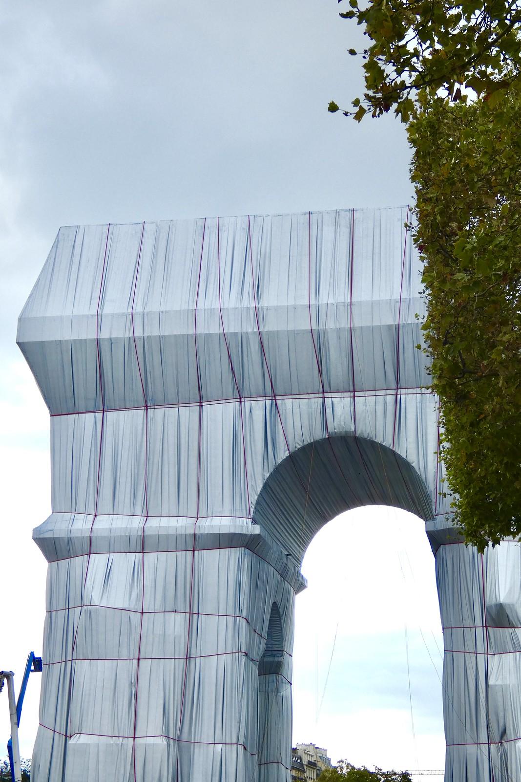 Dernière semaine pour voir l'Arc de Triomphe empaqueté par Christo