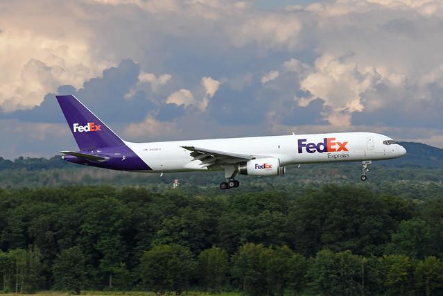Federal Express (FedEx) Boeing 757-28A(SF) N968FD