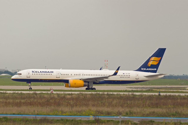 BER Brandenburg 27.9.2021 Boeing 757-200 Icelandair