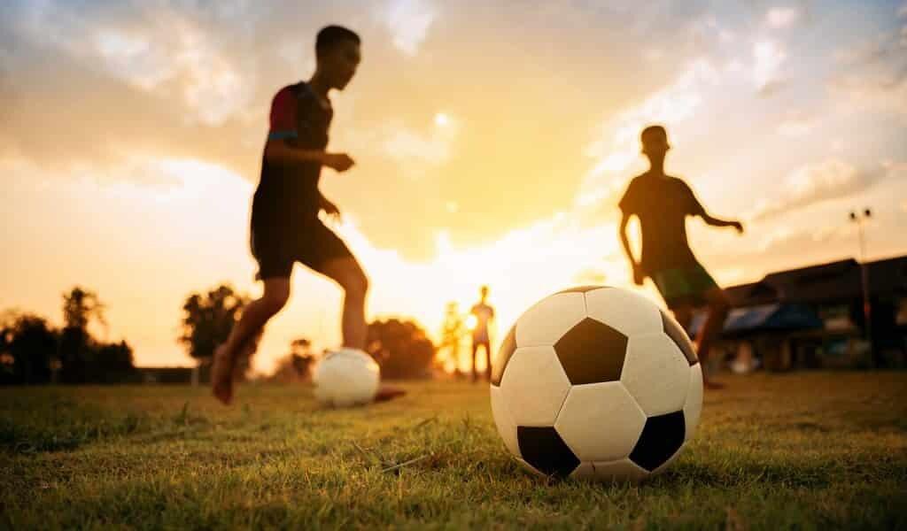 Jouer au ballon est bon pour les garçons
