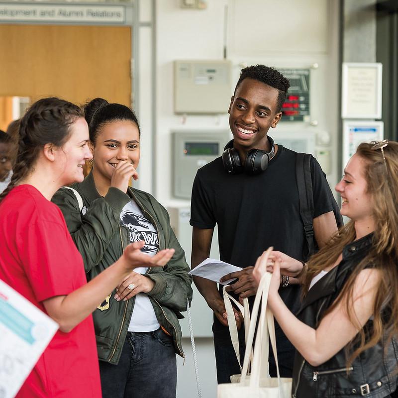 在本科生开放日上有学生大使的准学生