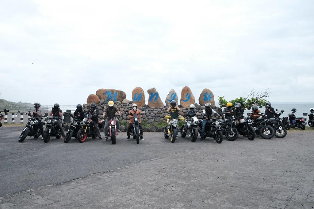 Peserta event XSR 155 Motoride di Pantai Seseh di Bali