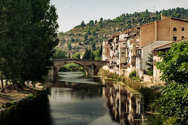 Valderrobres, puente de piedra sobre el Matarraña