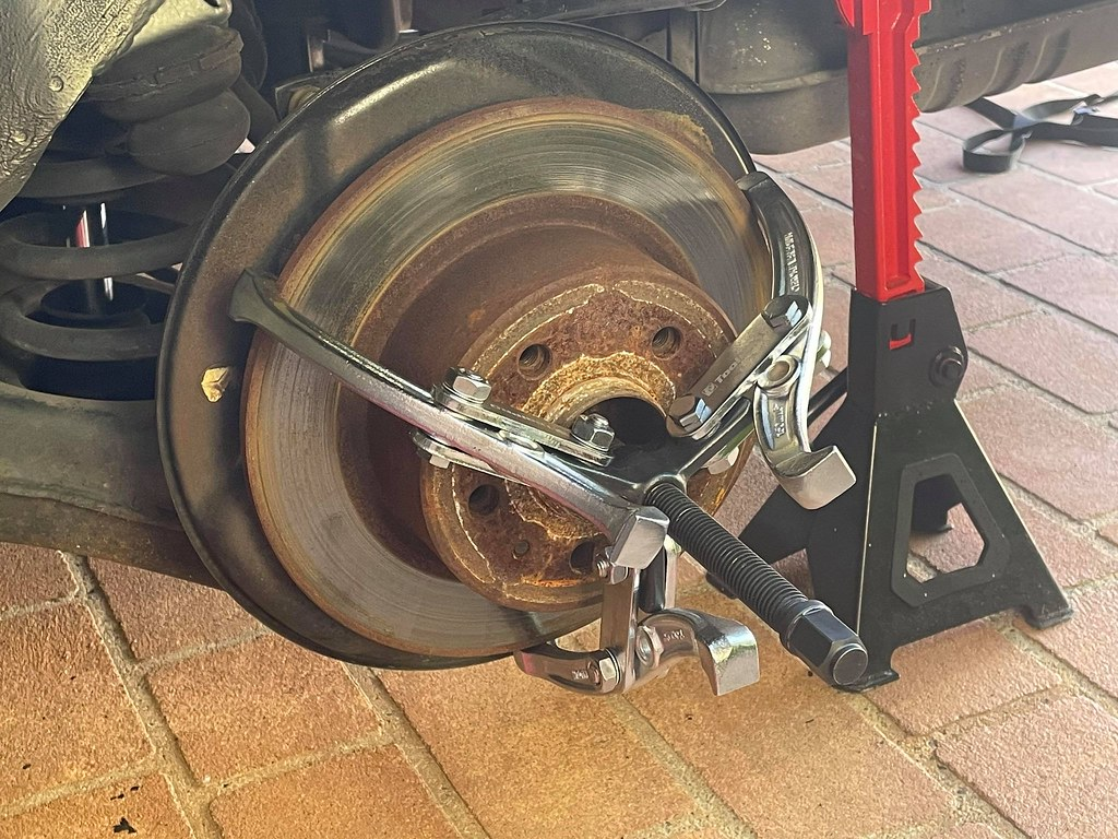 Guest Post:  W126 parking brake shoes