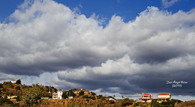 Nubes sobre los montes de Málaga