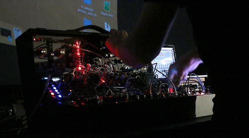09-Circuit-In C