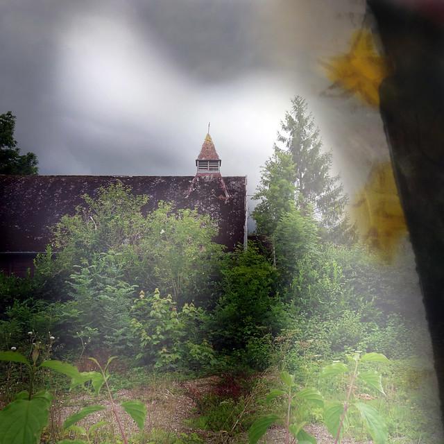 Les jardins de l'église de bois
