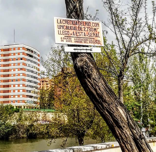 Valladolid y su río Pisuerga. Cartel indicativo de hasta donde llegó el agua en el año 2021