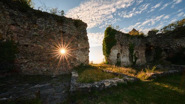 Château de Montgilbert sun stars