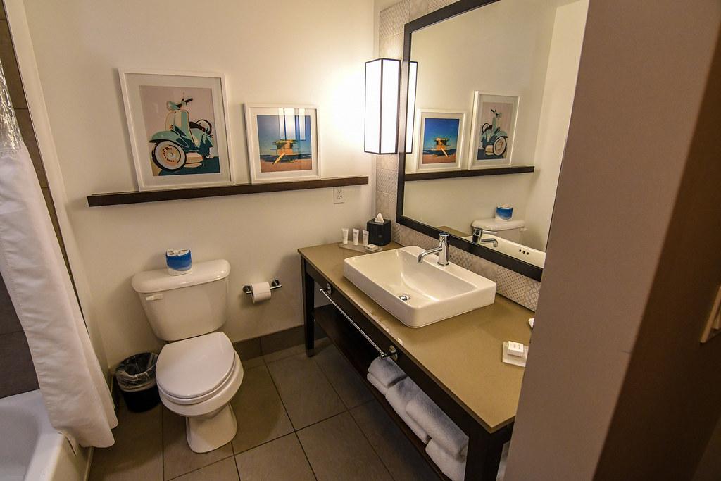 Suncoast Park Hotel bathroom mirror