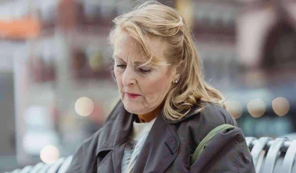 les-taux-de-dépression-pour-les-femmes-âgées-augmentent-vers-70-ans