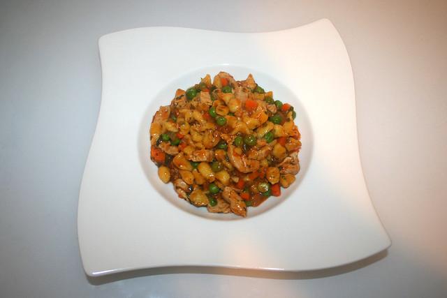 31 - Chicken spaetzle fry-up - Served / Hähnchen-Spätzle-Pfanne - Serviert