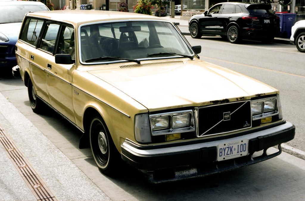 Mellow Yellow Volvo 240