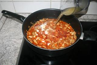 22 - Deglaze with chicken stock / Mit Gemüsebrühe ablöschen