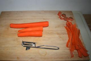 01 - Peel carrots / Möhren schälen
