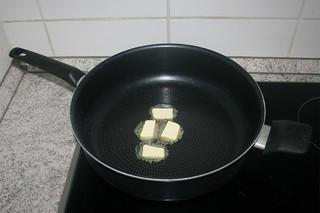 05 - Melt butter in pan / Butter in Pfanne zerlassen