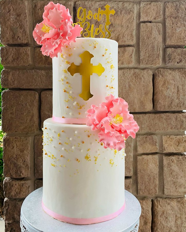 Cake by Danii's Desserts