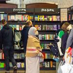 Browsing in the Bookshop | © Roberto Ricciuti