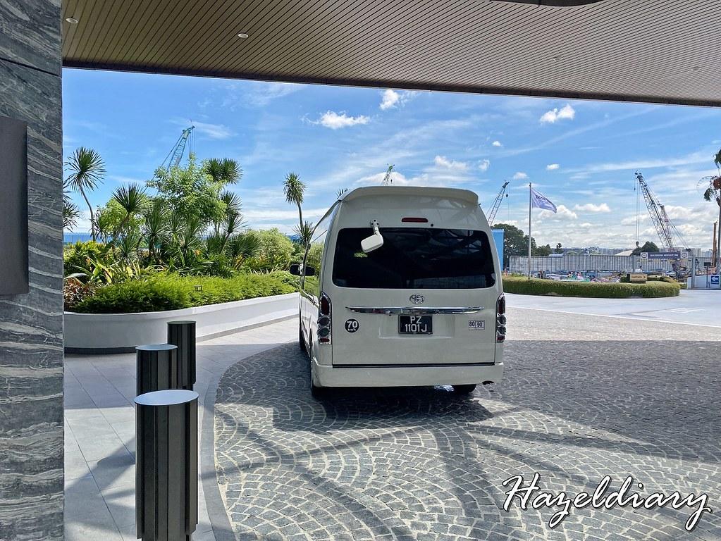 Dusit Thani Laguna Singapore Shuttle bus