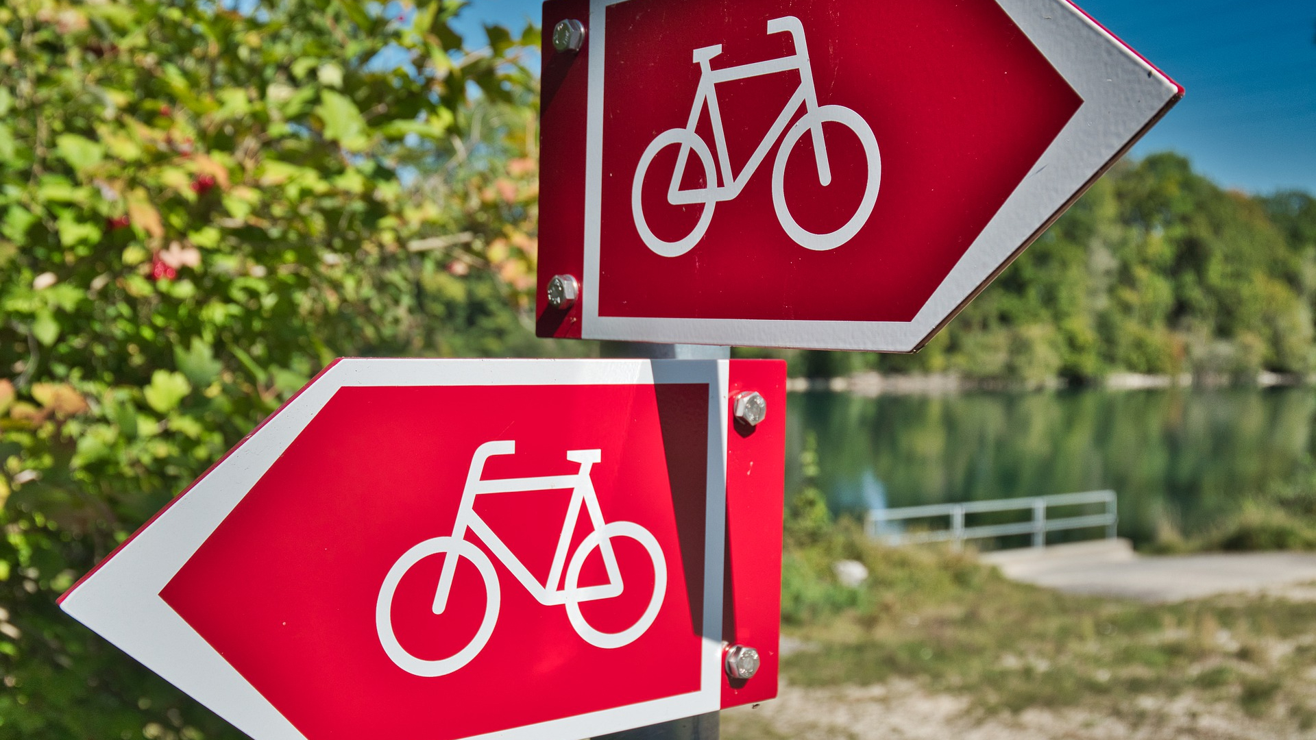 Cycling pathway signs