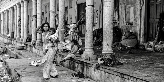 mother and child in Mumbai