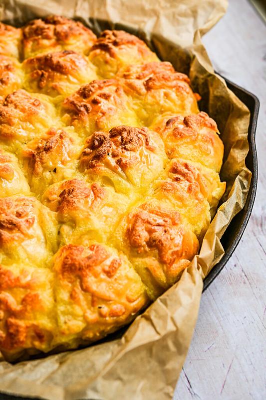 Garlic, Parsley and Cheese bread bites