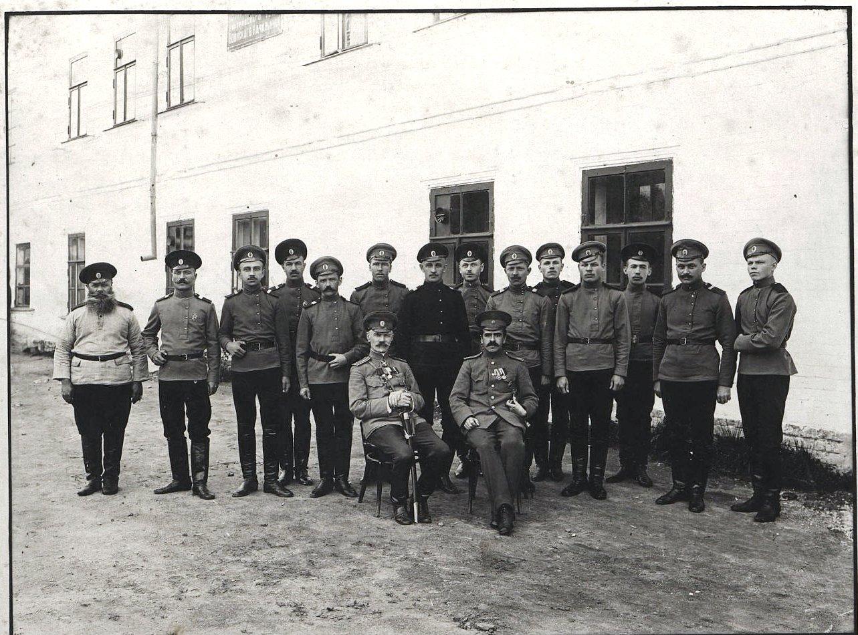 Писари Управления дмитровского уездного воинского начальника. 6 августа 1916
