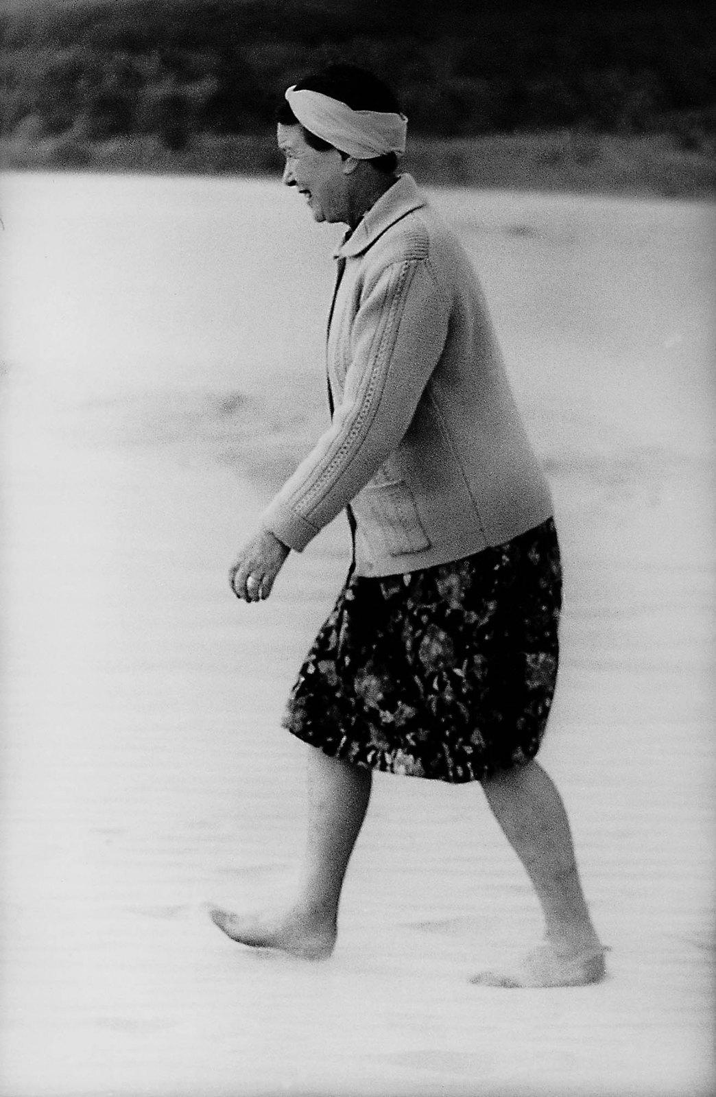 36. 1965. Симона де Бовуар в Литве. Нида.