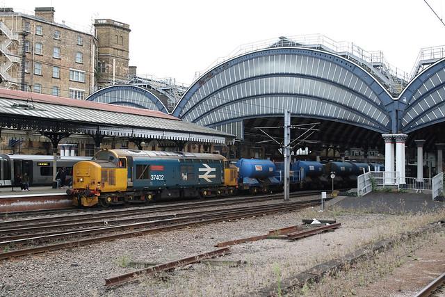 37402 3J51 York station 02.10.2021