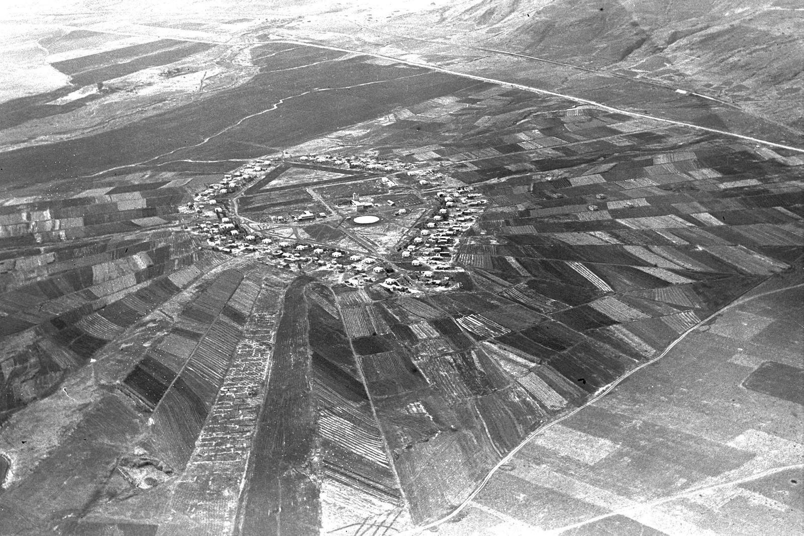 1946. Аэрофотоснимок мошава Бейт-Йосеф в долине Бейт-Шеан