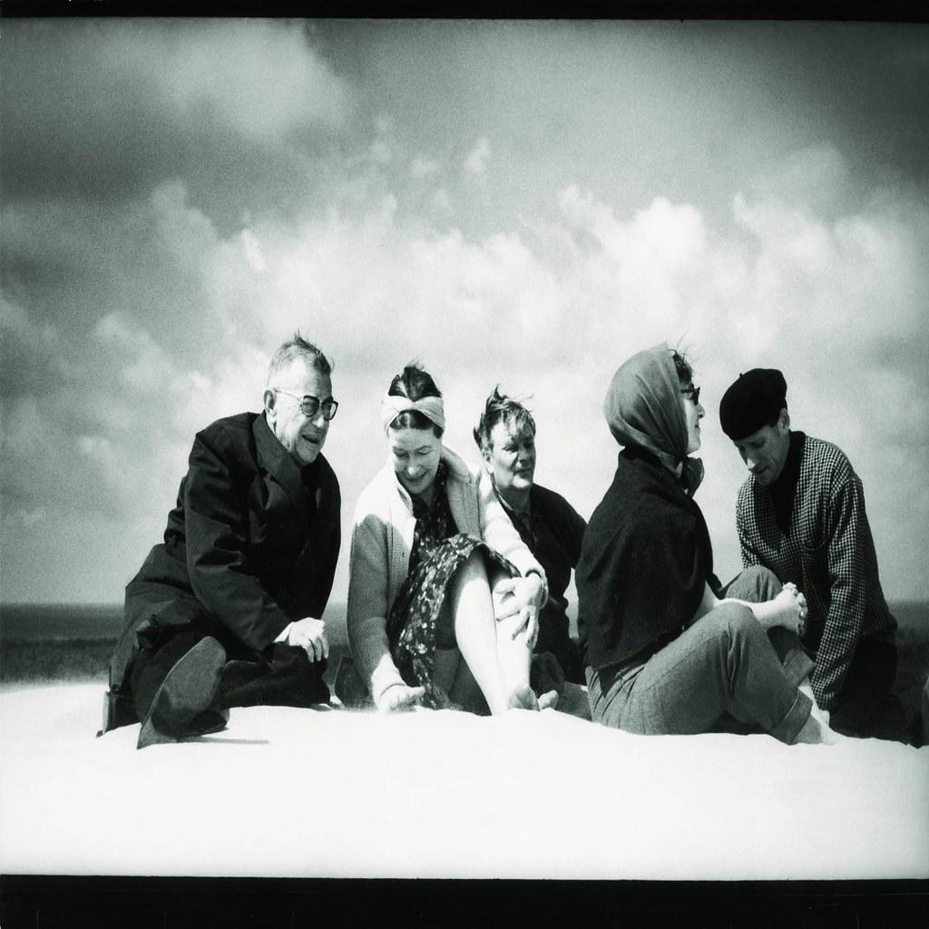39. 1965. Дж. П. Сартр и Симона де Бовуар в Ниде