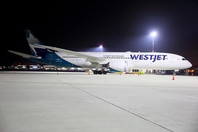 Westjet_905_C-GKKN_night_b