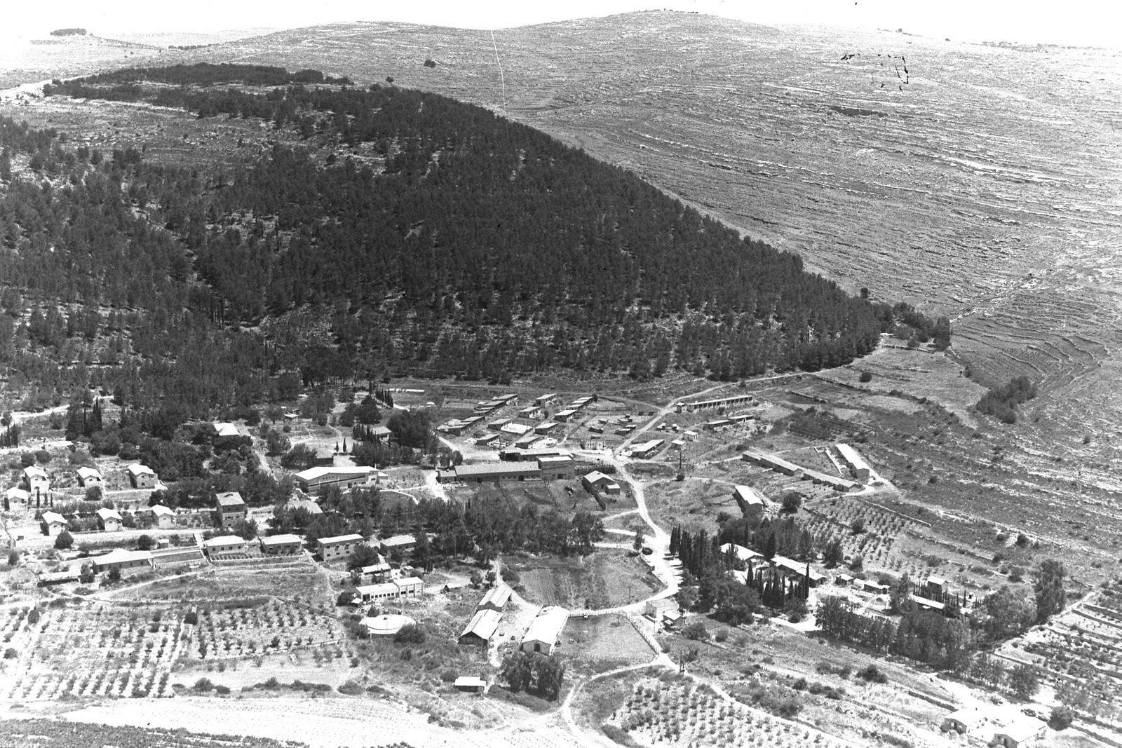 1942. Аэрофотоснимок кибуца Кирьят-Анавим в Иерусалимских горах