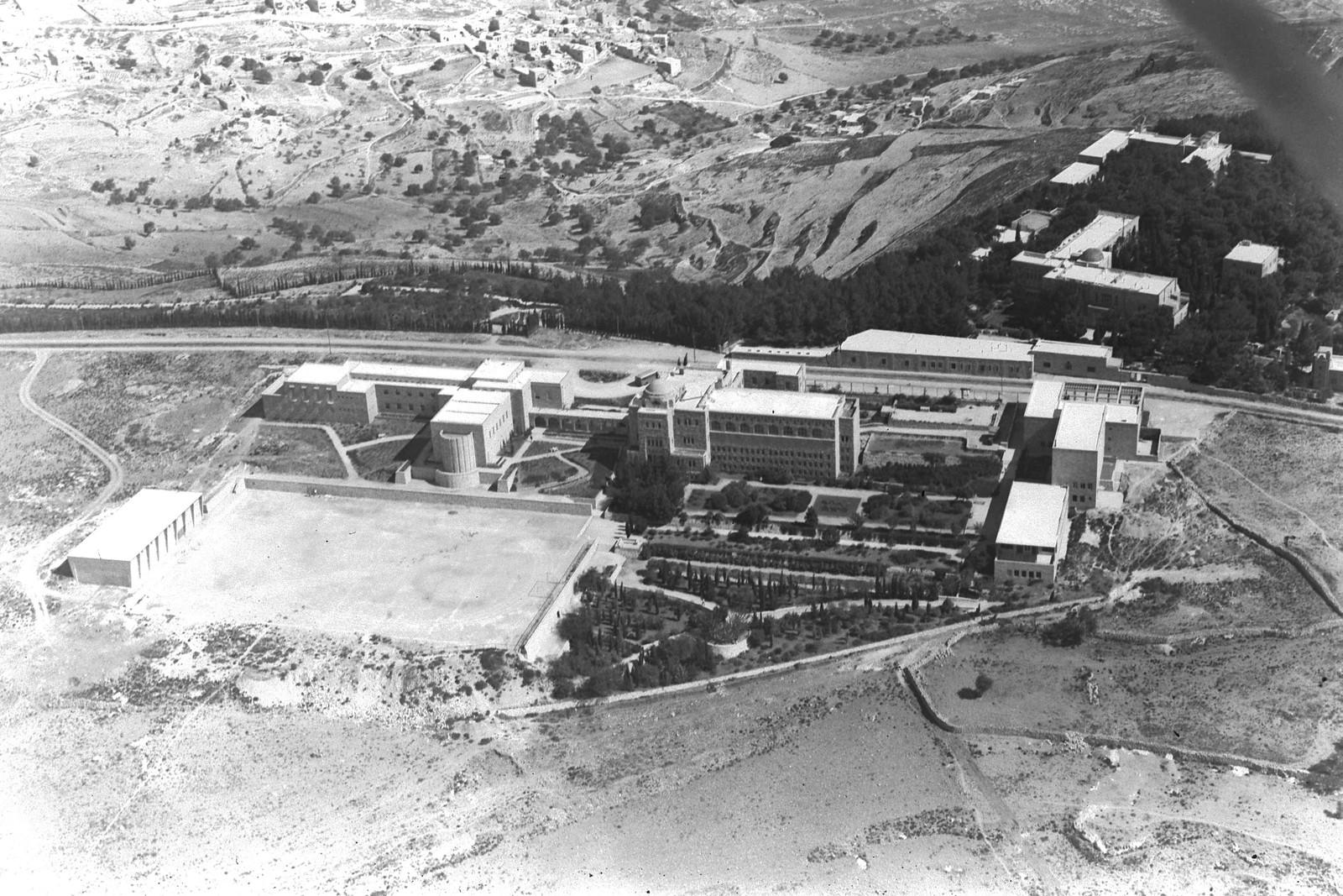 1946. Аэрофотоснимок Еврейского университета на горе Скопус, Иерусалим