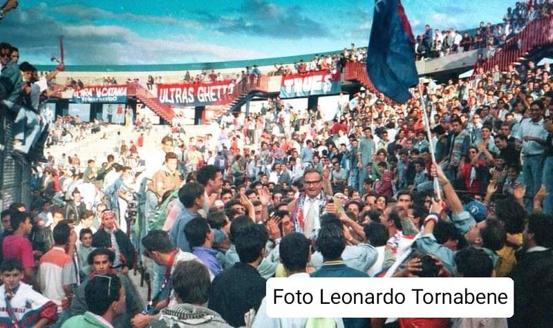 Angelo Massimino portato in trionfo dai tifosi rossazzurri (Foto: gentile concessione di Leonardo Tornabene)