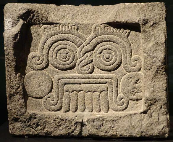 DSC03378MuseumVolkenkundeAztecsReliefMetHetGezichtVanRegengodTlalocMidden14eEeuw-1521MuseoNacionalDeAntropologiaMexico-StadSteen