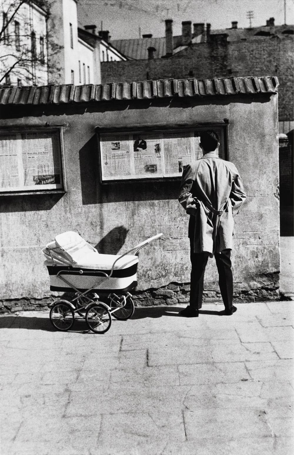 1960. Вильнюс. Газеты на улице