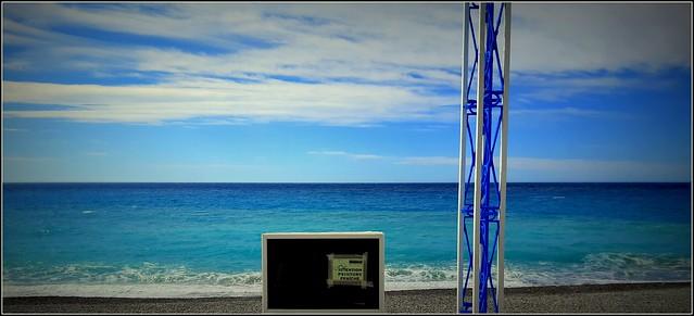 pour le temps gris, j'ai repeint la mer en bleu...