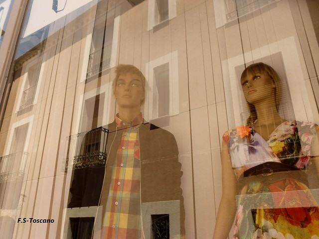 Reflejo con maniquíes. Reflection with mannequins.