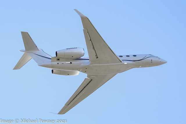 N542AP - 2020 build Gulfstream G500, climbing on departure from Runway 27 at East Midlands