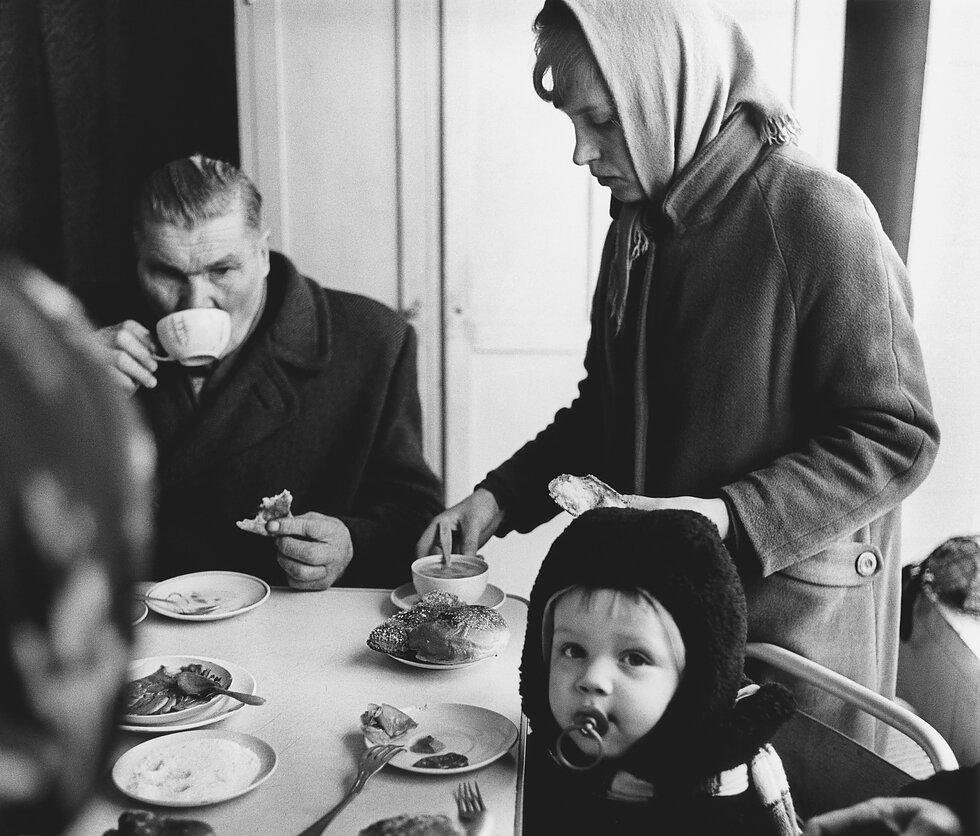 1960. Семья в столовой. Йонава