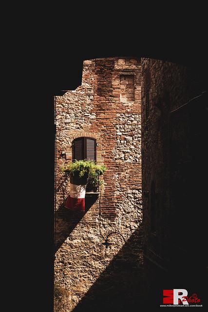 L'Italia, tra luci ed ombre.