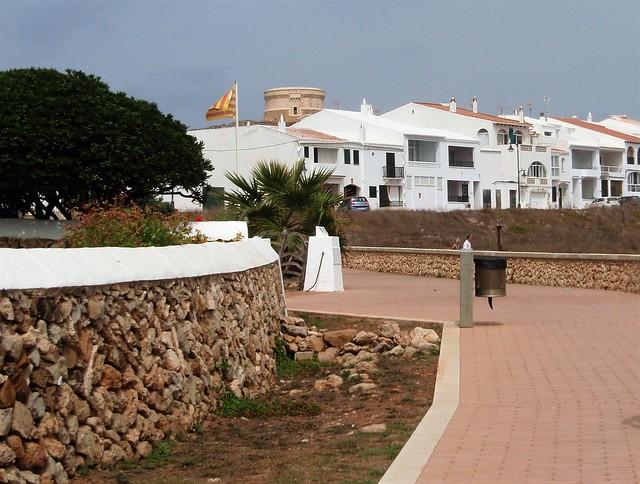 Fornells y su torre al fondo - Menorca