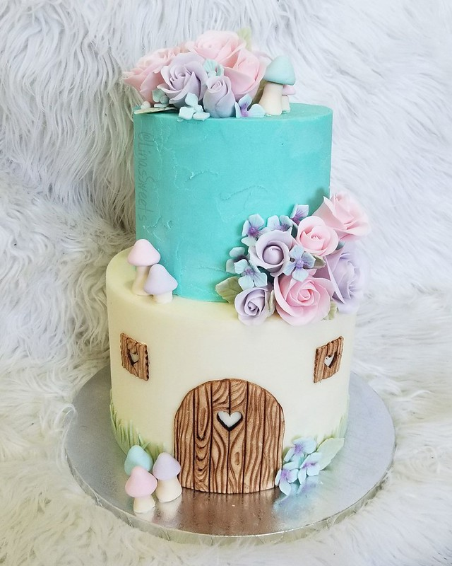 Cake by Lina's Sweets