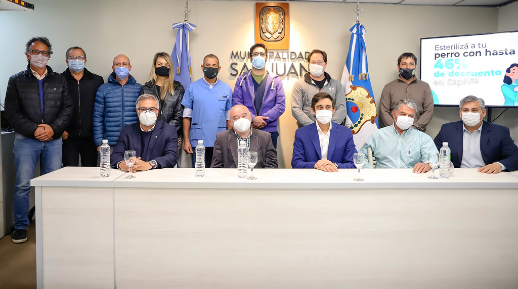 2021-10-04 Firma de convenio con Veterinarias